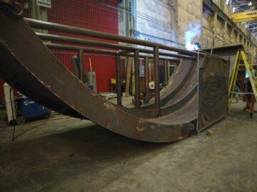 Kubes Steel Plaque Courbée Contreventée